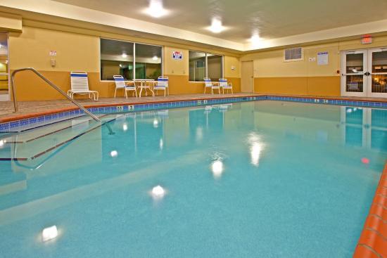 Holiday Inn Express Hotel & Suites Lexington Northeast: Holiday Inn Express Lexington NE Swimming Pool