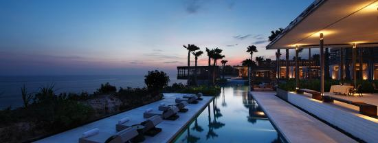 Alila Villas Uluwatu: Evening Pool View
