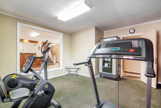 Rodeway Inn: Fitness center