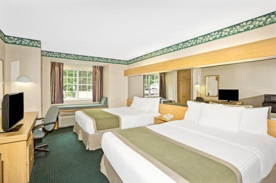 double queen non smoking bedroom picture of microtel inn suites rh tripadvisor com