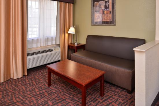 Best Western Eunice: King Suite Bed Room