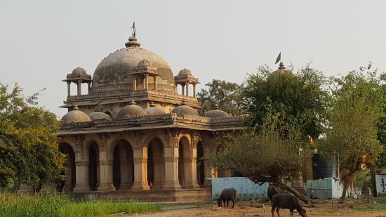 Kheda, الهند: The Roza- Hazrat Mubarak Saiyyad Mausoleum and his son Hazrat Pir Minar Saiyyad