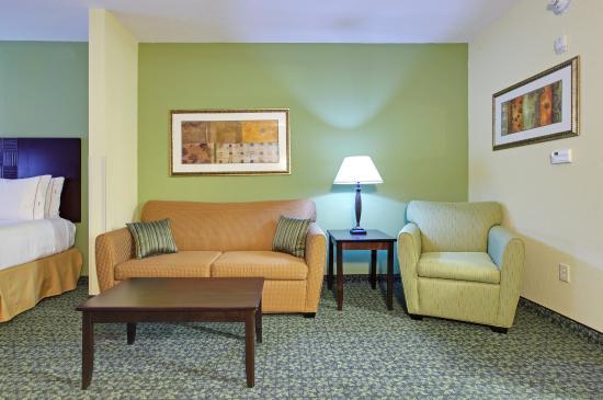 Covington, TN: Suite