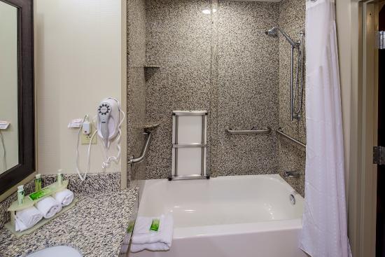 Holiday Inn Express Augusta North: Handicapped Bathroom