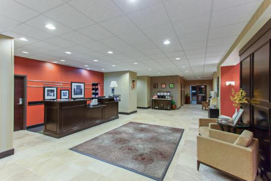 Hampton Inn and Suites Roseville: Hotel Lobby