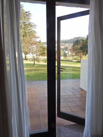 Estalagem da Boega: Ventanal con puerta al jardín.