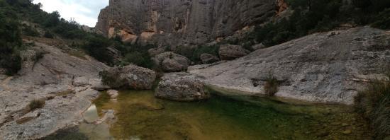 Arnes, Španija: agua cristalina