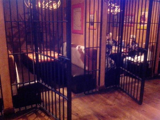 Twisted Taco Suwanee: Cage style booth