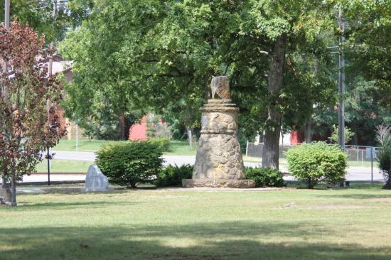 Hilham, TN: Standing Stone