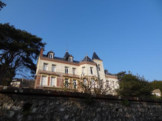 Chambres d'Hotes les Charmettes : Die Außenansicht