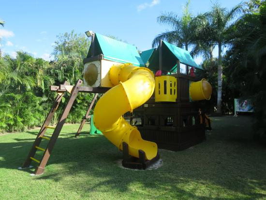 Four Seasons Resort Punta Mita: Playground behind the kids' club.