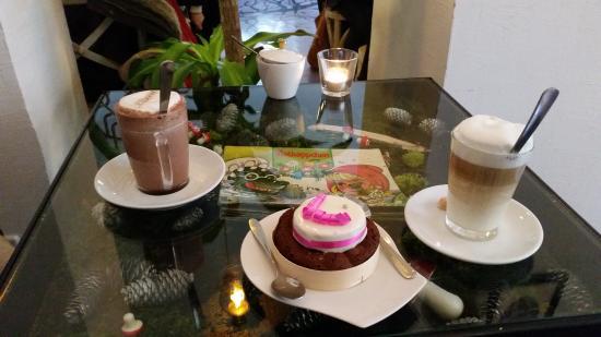 kaffeetisch - bild von morsh, berlin - tripadvisor, Esstisch ideennn
