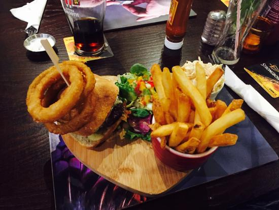 Spencers Bar and Grill: Beautiful food! (Bacon cheese burger)