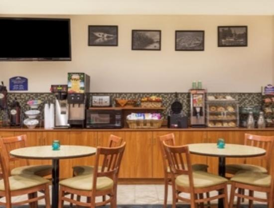 Microtel Inn & Suites by Wyndham Houma: Breakfast Area