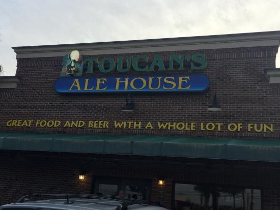 Toucans Ale House: Great restaurant that sells fabulous local home brew beer on tap!