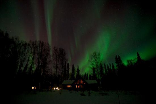Riverbend Log Cabins & Cottage Rentals: Northern Lights over the Cabins
