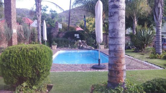 De Rust, Sudáfrica: pool and braai area