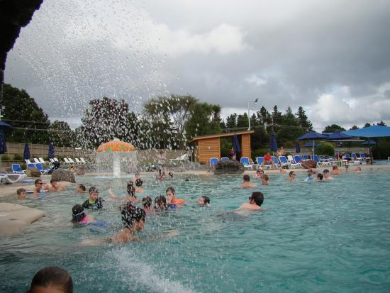 Lake Taupo TOP 10 Holiday Resort: pool with waterfall