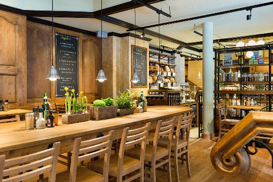 table commune picture of le pain quotidien saint lazare. Black Bedroom Furniture Sets. Home Design Ideas
