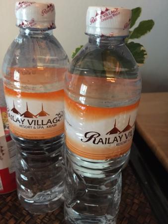 Railay Village Resort: free water, very nice!!
