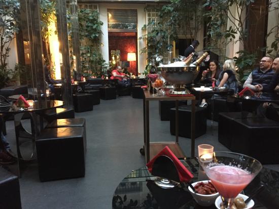 Martini bar D G - patio - Picture of Martini Bistrot Dolce Gabbana ... 487132ebab4