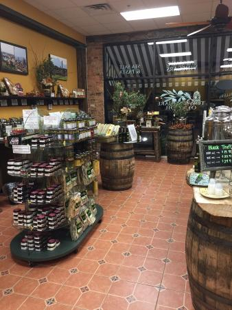 Town Square Olive Oil & Balsamic Vinegar: Tasting Gallery