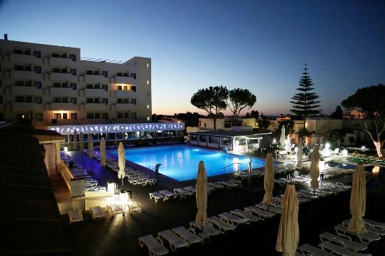 Albufeira Sol Suite Hotel & Spa: Exterior Pool Night 1
