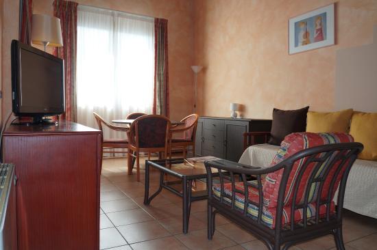 soggiorno quadri - Foto di Residence Green Park 2, Campogalliano ...