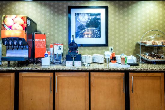 Hampton Inn & Suites Montgomery-Downtown: Free Breakfast Buffet with Hot Dishes
