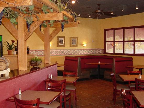 Fronimo's Greek Cafe: Dining room