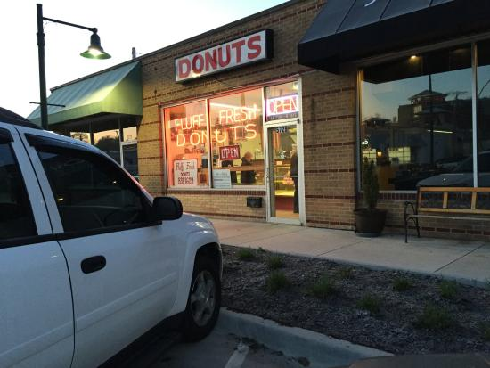 Shawnee Mission, KS: Fluffy Fresh Donuts