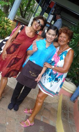 Ao Chalong Villa & Spa: Au milieu une serveuse Shapoo Super