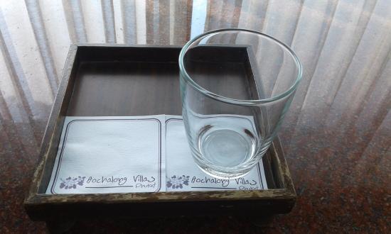 Ao Chalong Villa & Spa: verre cassé 50 baths 1€30