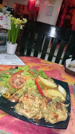 Cordova, Filippijnen: 新鮮な野菜とスイスステーキ