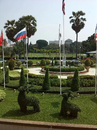 Asia Pattaya Hotel: en arrière plan le golf