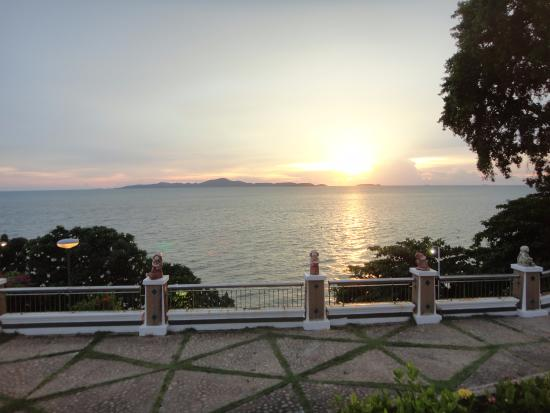 Asia Pattaya Hotel: la meilleure vue des jardins au couché de soleil