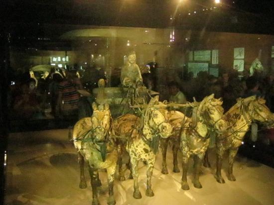 The Museum of Qin Terra-cotta Warriors and Horses: Carro fúnebre, contrado nas