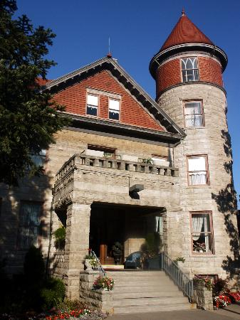 The Mansion at Elfindale Bed & Breakfast: East entrance w/ Tower