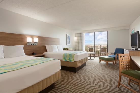 Radisson Hotel Corpus Christi Beach: Corner Room Two Queens- Partial View