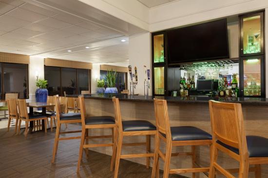 Radisson Hotel Corpus Christi Beach: Island's Bar & Grill