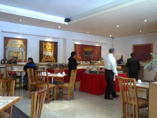 Hotel Sevilla: Bufette y servicios de Alimentos muy aceptables y atento el personal