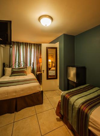 The Inn at 87: Family Room doublebed & single bed