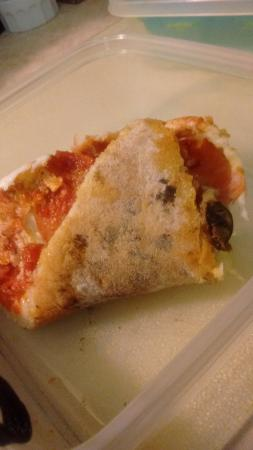 Pizza Pino : Crust with flour and ashes.......