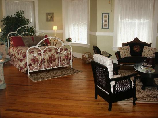The Mansion at Elfindale Bed & Breakfast: St. deChantel