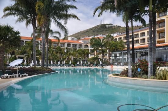 der kombinierte innen/ außen-pool im spa-bereich - picture of, Garten und Bauten