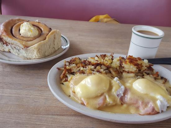 The Breakfast Nook: Large portions of good food