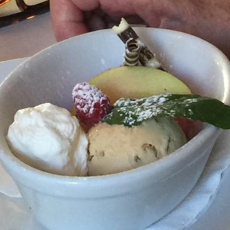 Casanis: Salted caramel ice cream desert