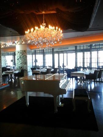 Decoration raffinée - Picture of No4 Restaurant Bar Lounge, Ankara ...