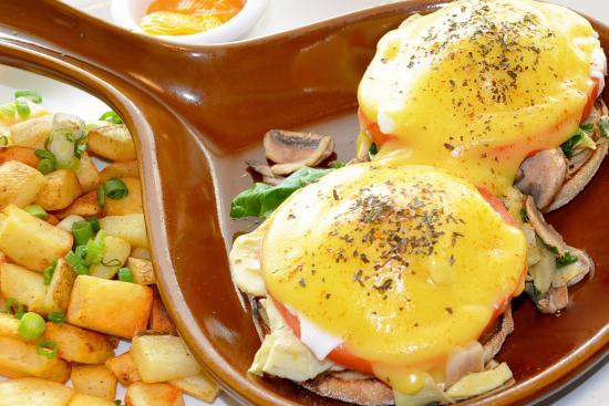 Egg Harbor Cafe: Farmers Market Benedict