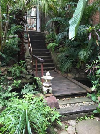 Mythai Guesthouse: Breakfast area and garden